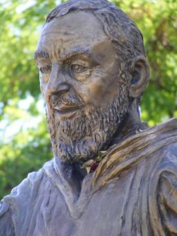 Felice Lovisco, Statua Padre Pio, 1999, Piazza borgo S. Rocco, Potenza