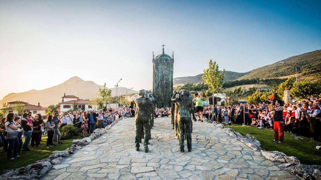 Felice Lovisco, Monumento ai portatori, Viggiano